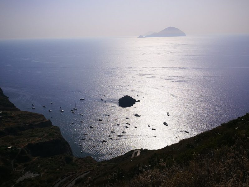 Excursions and holidays to the Aeolian Islands. Airport transfer. Milazzo parking.