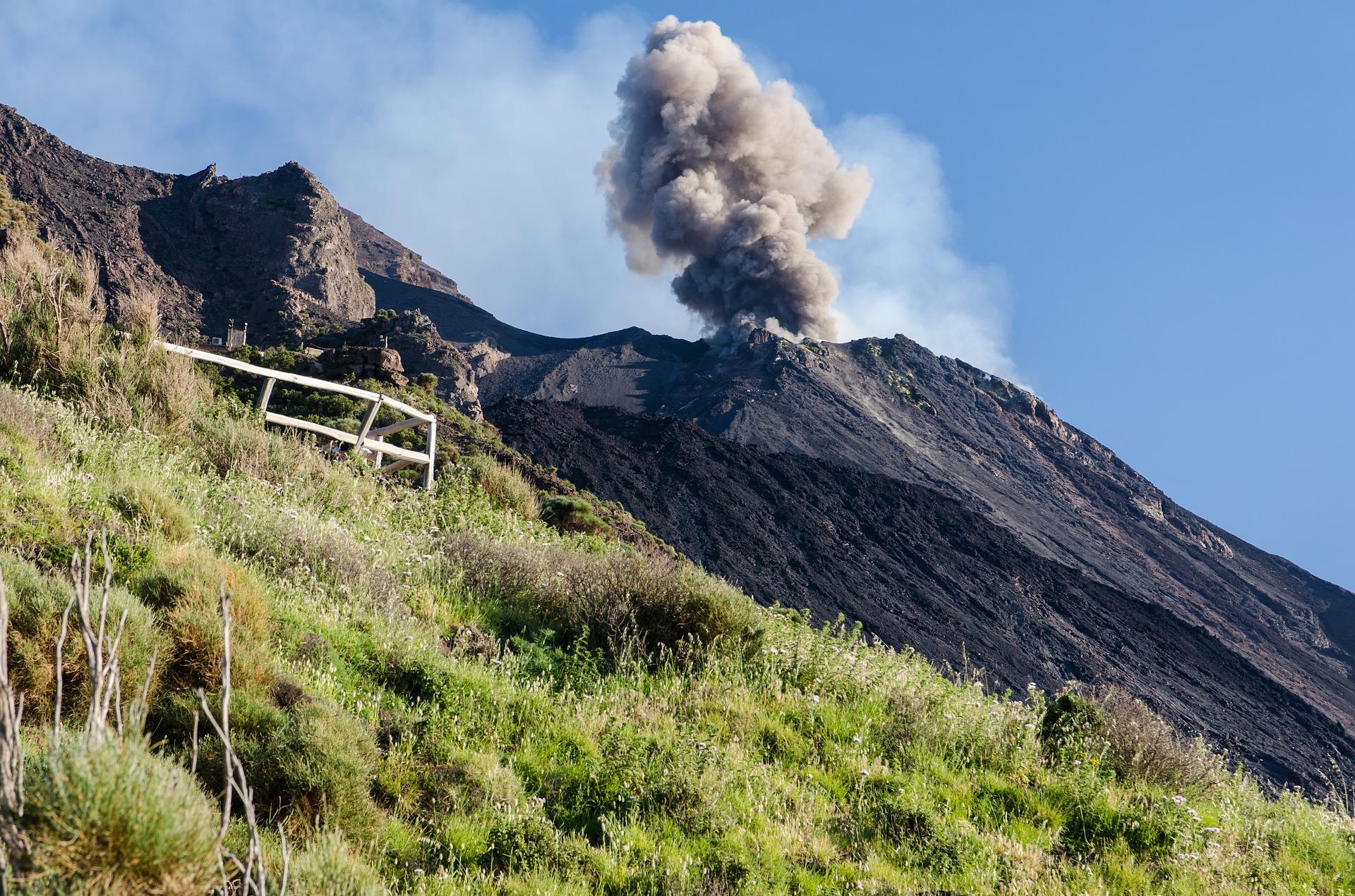 1° Giorno: Scalata del cratere di Stromboli