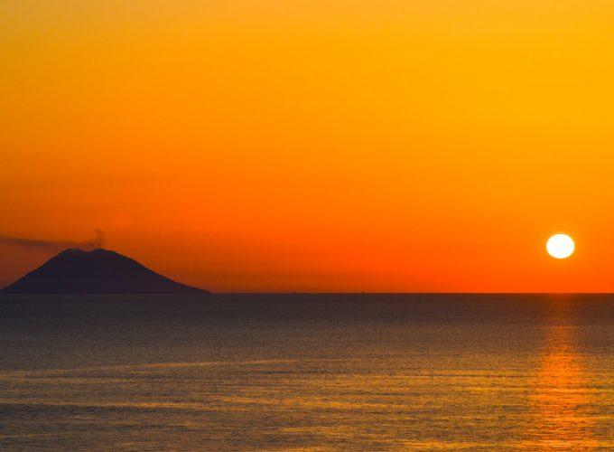 Escursioni e vacanze alle Isole Eolie. Transfer aeroporto. Parcheggi Milazzo.