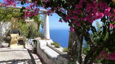 Isola-di-Alicudi-Isole-Eolie-Sicilia-Escursioni-Crociere-Tours-in-barca-Vacanze-alle-Isole-Eolie