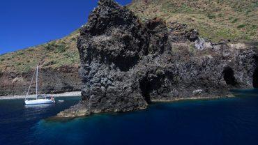 Isola-di-Filicudi-Isole-Eolie-Sicilia-Escursioni-Crociere-Tours-in-barca-Vacanze-alle-Isole-Eolie
