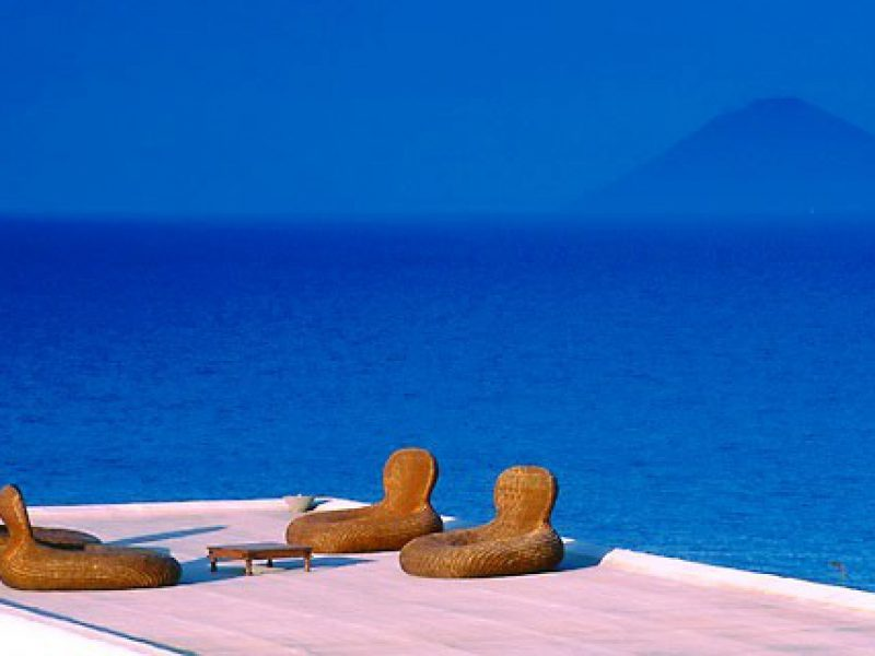 Excursiones y vacaciones a las Islas Eolias. Translados aeropuerto. Aparcamientos Milazzo.
