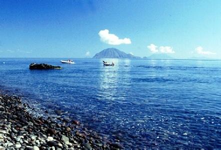 3° Giorno: Escursione a Filicudi e Alicudi